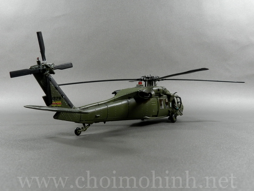 U.S. UH-60 Black Hawk 1:72 Forces of Valor back