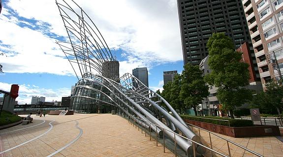 menyaksikan architecture yang menarik di dalam bangunan national museum osaka