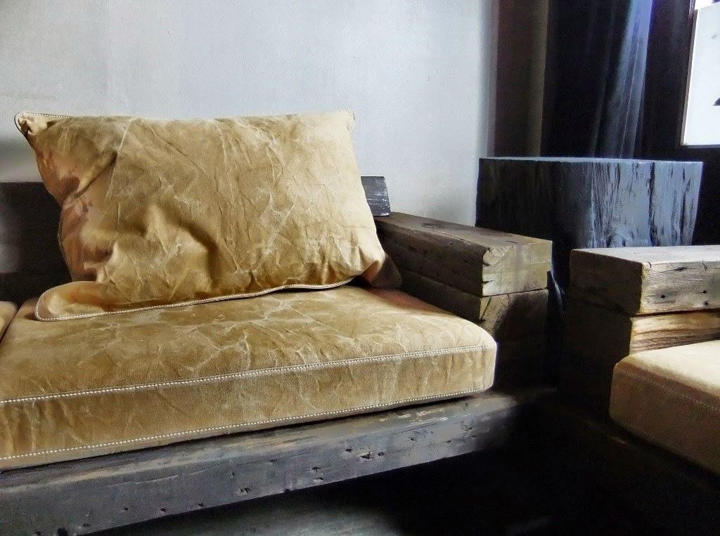 livd naai en stoffeeratelier houten loungehoek kussens