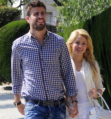 shakira1 Theres His Foot! Shakiras Boyfriend Gerard Pique Tweets Photo Of Baby Milan Days After Giving Birth