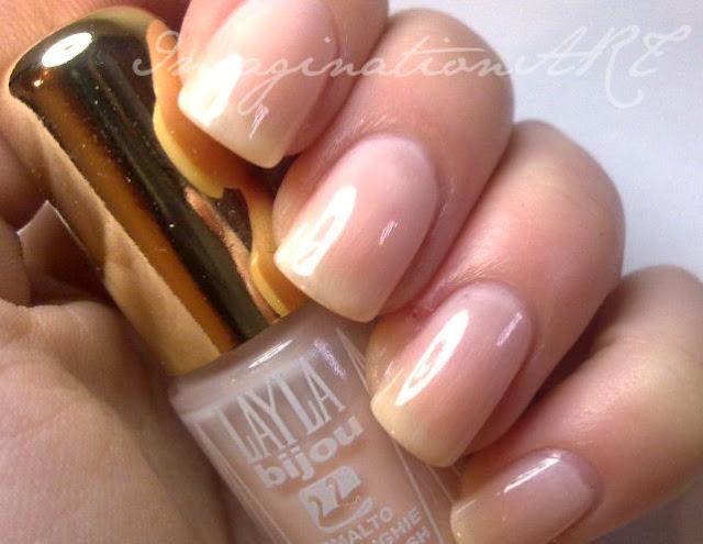 layla_49_bijou_swatch_swatche_rosa_confetto_nature_nude_effetto_nudo_pink_nail_unghie_laquer_polish_smalto