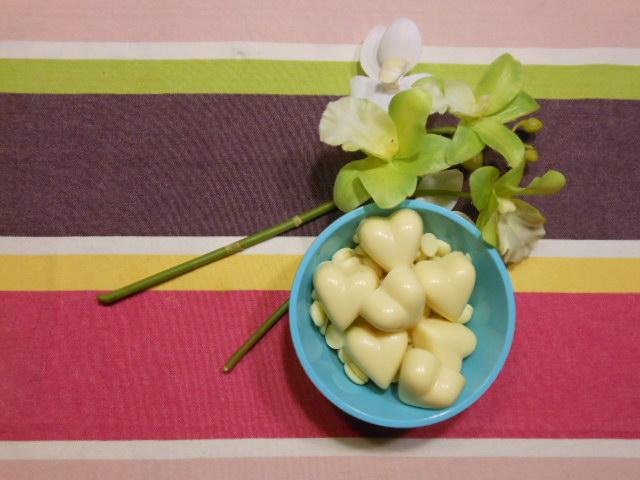 Praline au chocolat blanc, miel et noix de coco