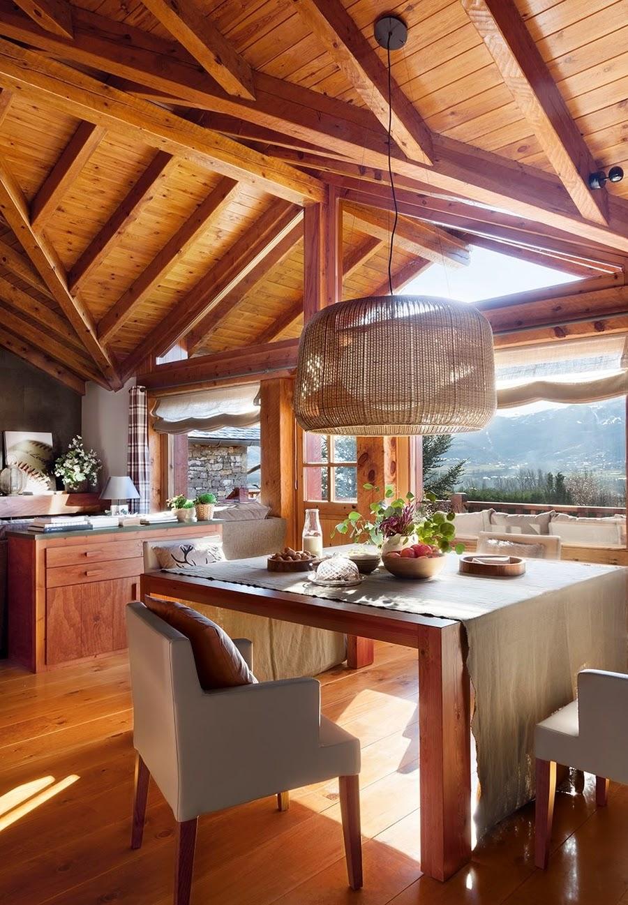 wystrój wnętrz, wnętrza, urządzanie mieszkania, dom, home decor, dekoracje, aranżacje, dom drewniany, domek w górach, chatka, drewniane skosy, drewniane belki, jadalnia
