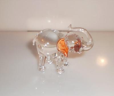 Üveg elefánt arany színű füllel