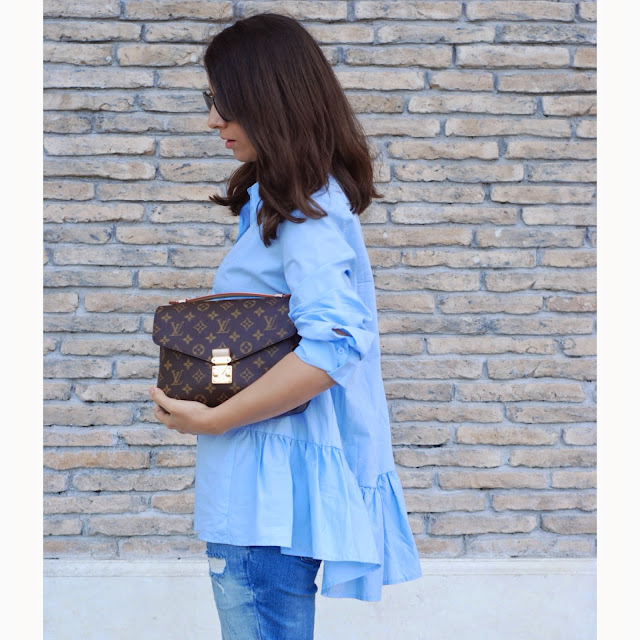 flare, flare blouse,cigarette jean, louis vuitton, metis pochette, isabel marant, leopard, isabel marant heel, blue shirt, ripped jeans, effortless look,streerstyle,outfit,look