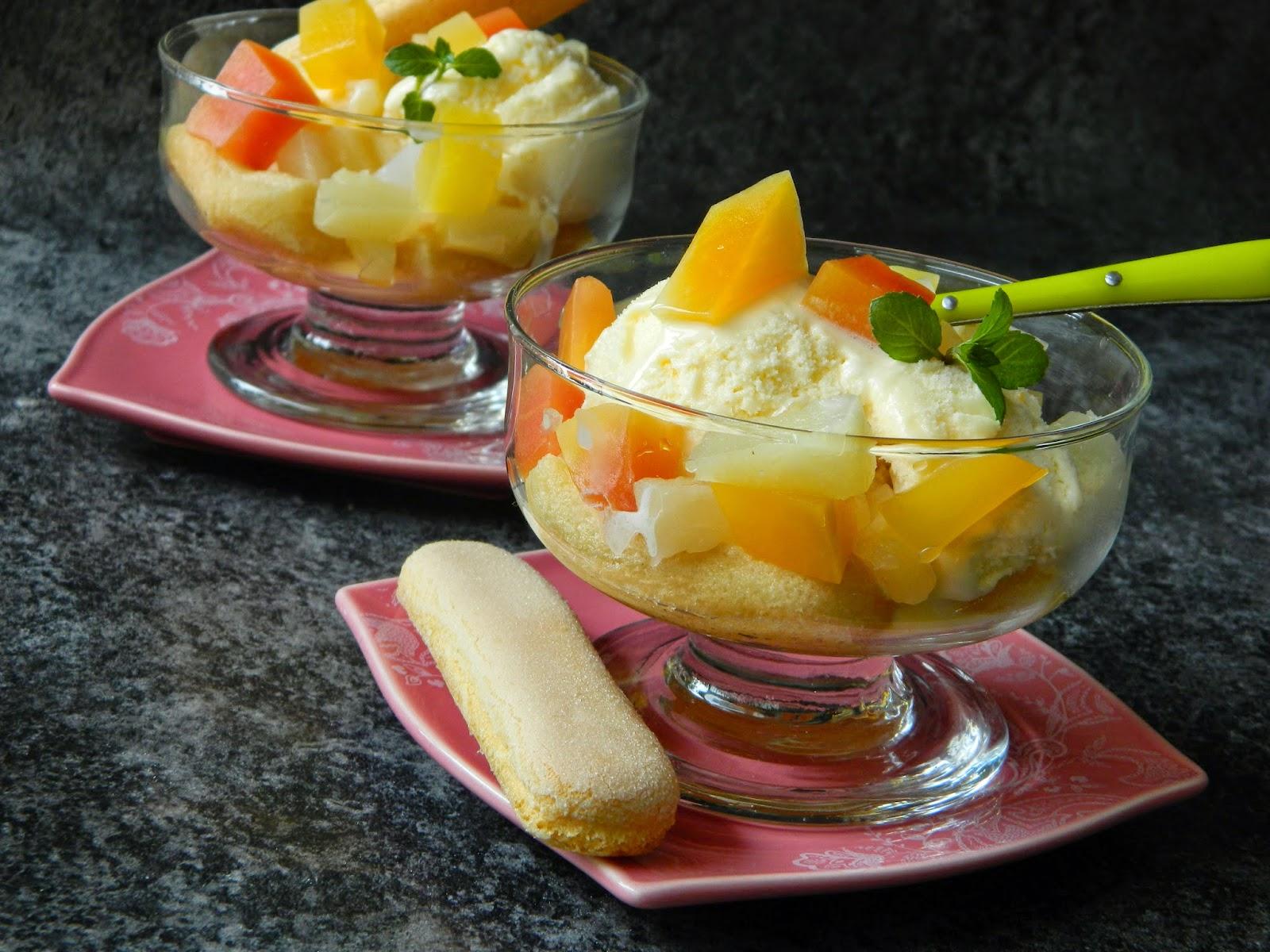 Desert cu inghetata de lamaie si fructe tropicale