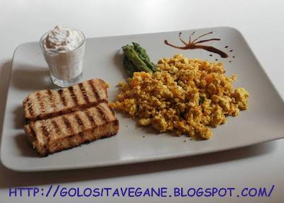 aceto balsamico, aglio, asparagi, curcuma, noce moscata, pane, ricette vegan, scalogno, Secondi, soia, strapazzate, tamari, tofu, uovo, vegrino, zenzero, zucca,
