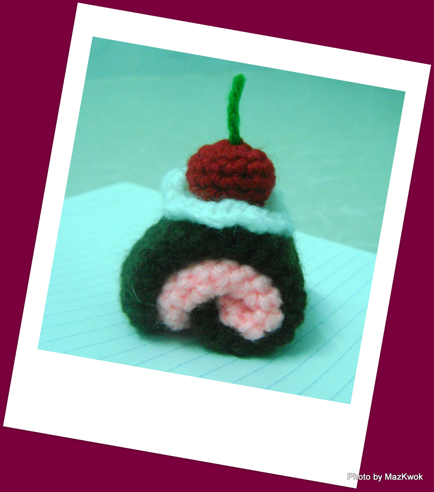 Crochet Patterns For Sweet Roll Yarn : Be A Crafter xD: Mini Christmas Swiss roll - free amigurumi pattern