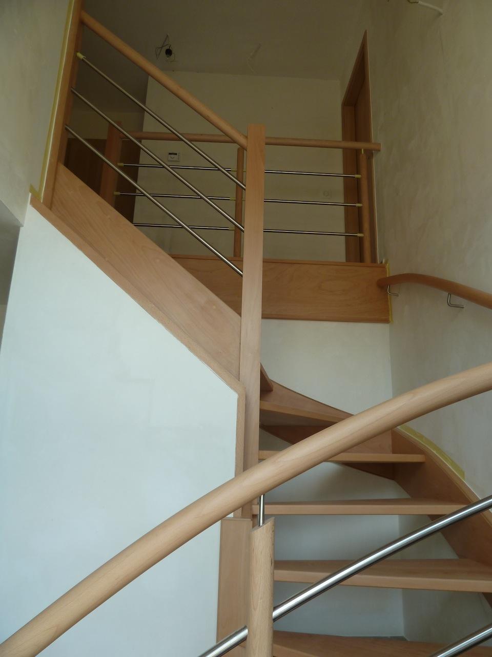 la construction de notre maison le traitement de l 39 escalier. Black Bedroom Furniture Sets. Home Design Ideas