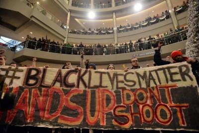 Mall Ini Gunakan Facebook Untuk Pantau Demonstran