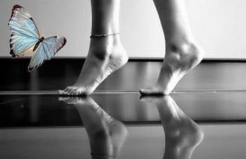 Aquário rege os tornozelos, calcanhares, impulsos neurológicos,ritmo do corpo,circulação,medula