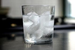 manfaat air es untuk kesehatan wajah