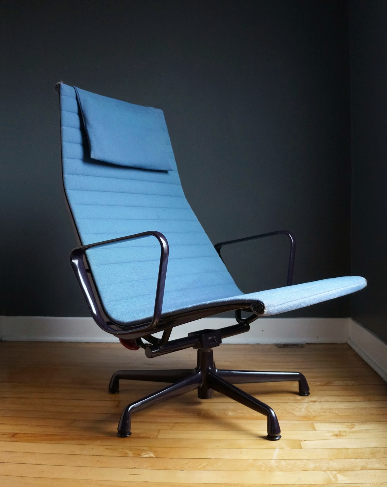 str8mcm charles eames aluminum group lounge chair for herman miller. Black Bedroom Furniture Sets. Home Design Ideas