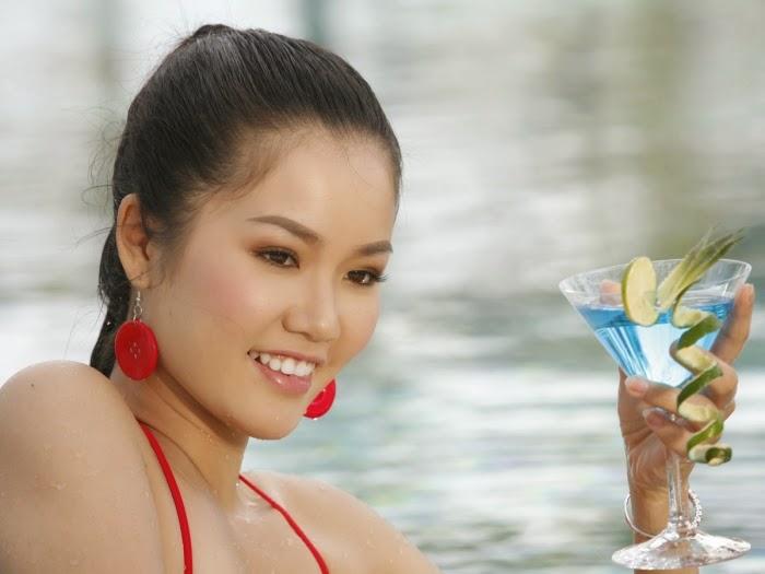 Hoa Hậu Việt Nam mặc bikini tỏa sắc bên bể bơi 28