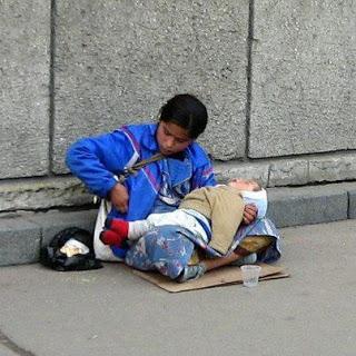 Άρθρο καταπέλτης...Γιατί τα παιδιά που κρατούν οι ζητιάνες κοιμούνται συνεχώς;