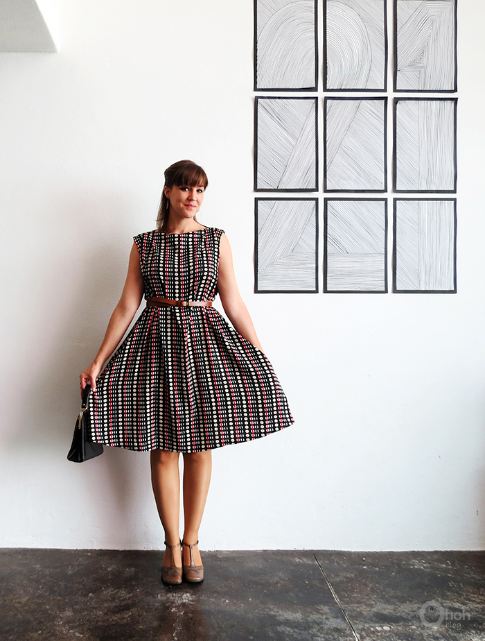 http://www.ohohblog.com/2015/09/the-easy-dress-sewing-tutorial.html