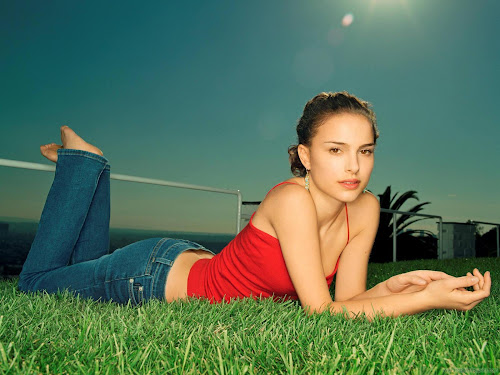Natalie Portman Hollywood Actress Glamorous Wallpaper