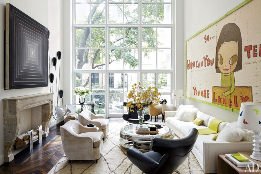 An artfully designed new york city townhouse nbaynadamas for Living room nyc