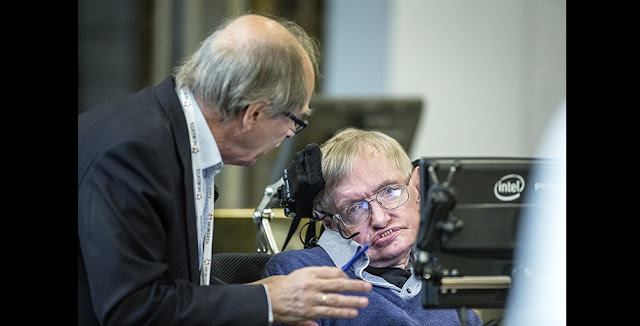 Nobel physics laureate Gerard 't Hooft, of Utrecht University, the Netherlands, confers with Stephen Hawking after the Cambridge professor presented his solution to the information loss paradox. Photo: Håkan Lindgren