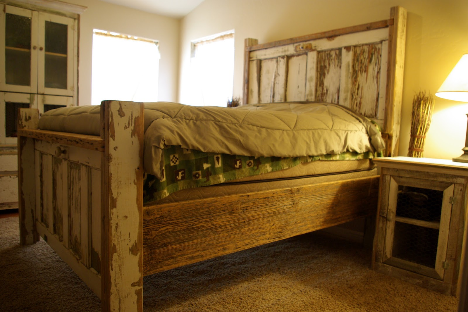 Reclaimed Rustics: Vintage Door Headboard