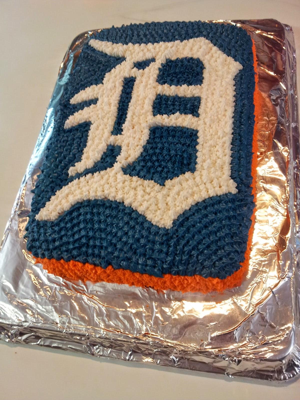 http://workingmomwonders.blogspot.com/2014/03/detroit-tigers-cake.html