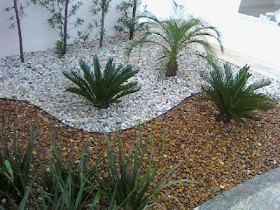 Jardinagem pedras ao em v z de grama for Jardines pequenos redondos