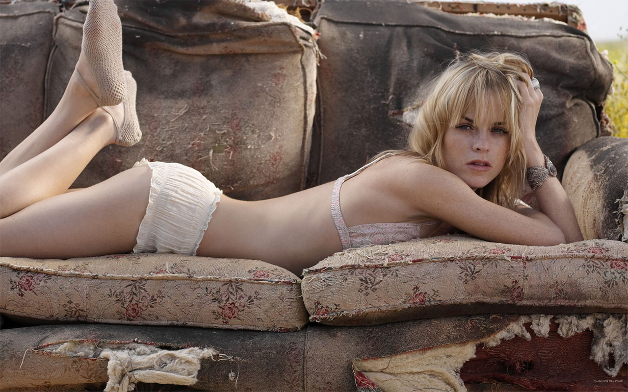 Taryn Manning Sexy and Hot Photos -