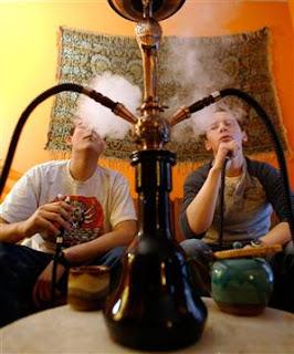 Ocupação fora da classe fumando hábito perigoso