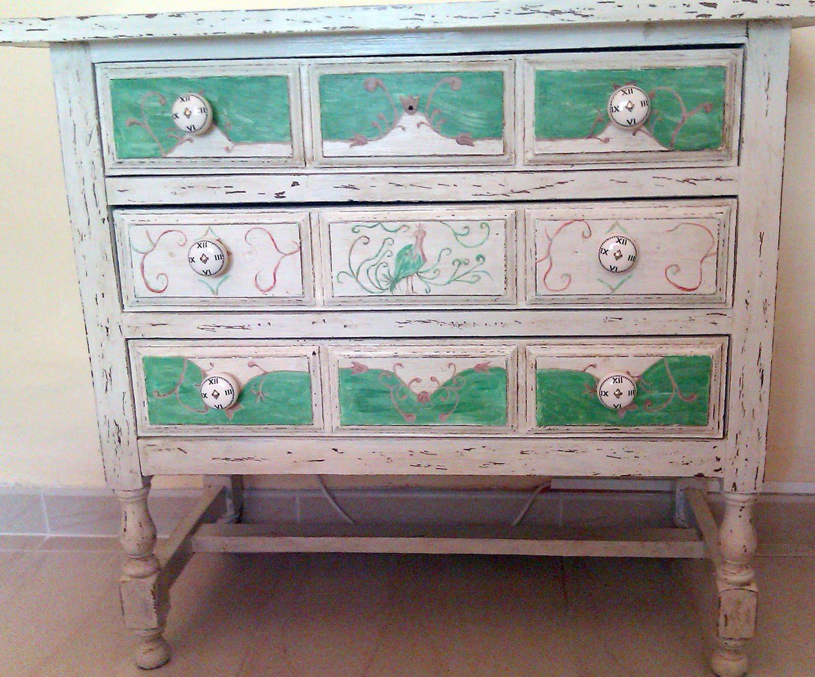 Como decapar un mueble lacado envejece tus muebles con - Pintar mueble lacado ...