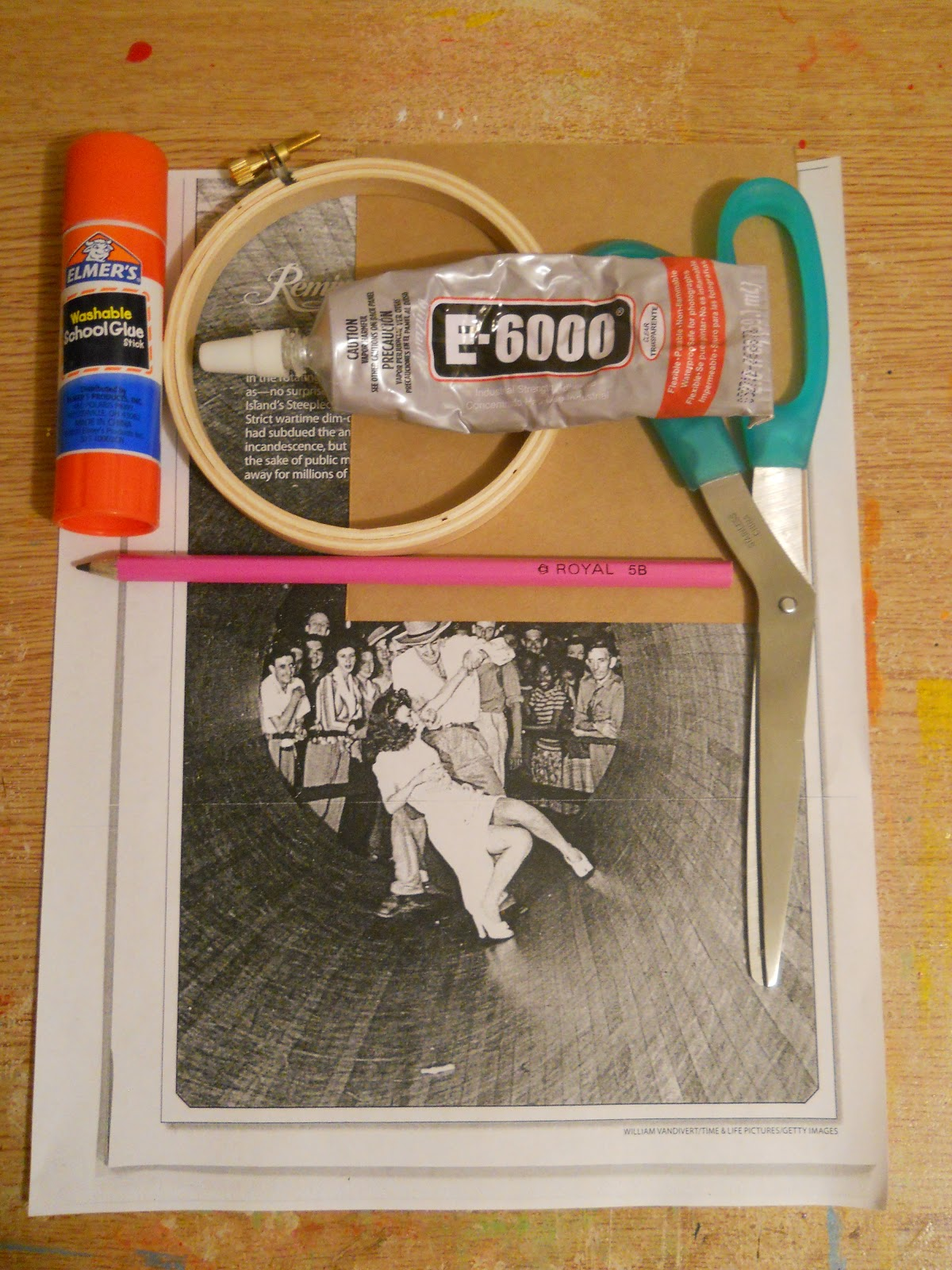 Running with a glue gun embroidery hoop picture frame diy