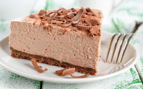 Корж: 250 г шоколадного печенья (или обычное + 2 ст.л. какао-порошка) 150 г сливочного масла