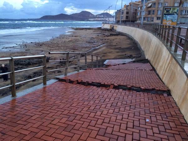 Oleaje provoca destrozos en Las Canteras