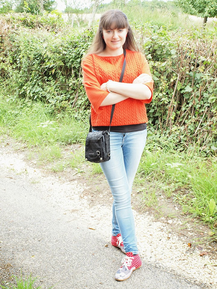 tenue rouge et chaussures Minnie /></a></div> <br /> <div class=