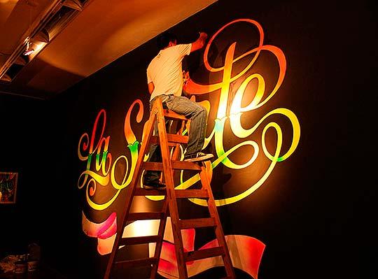 Arte, lettering, muralismo y colorido de Elliot Tupac