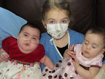 Alys et Rose avec leur grande soeur - unique visite à ce jour