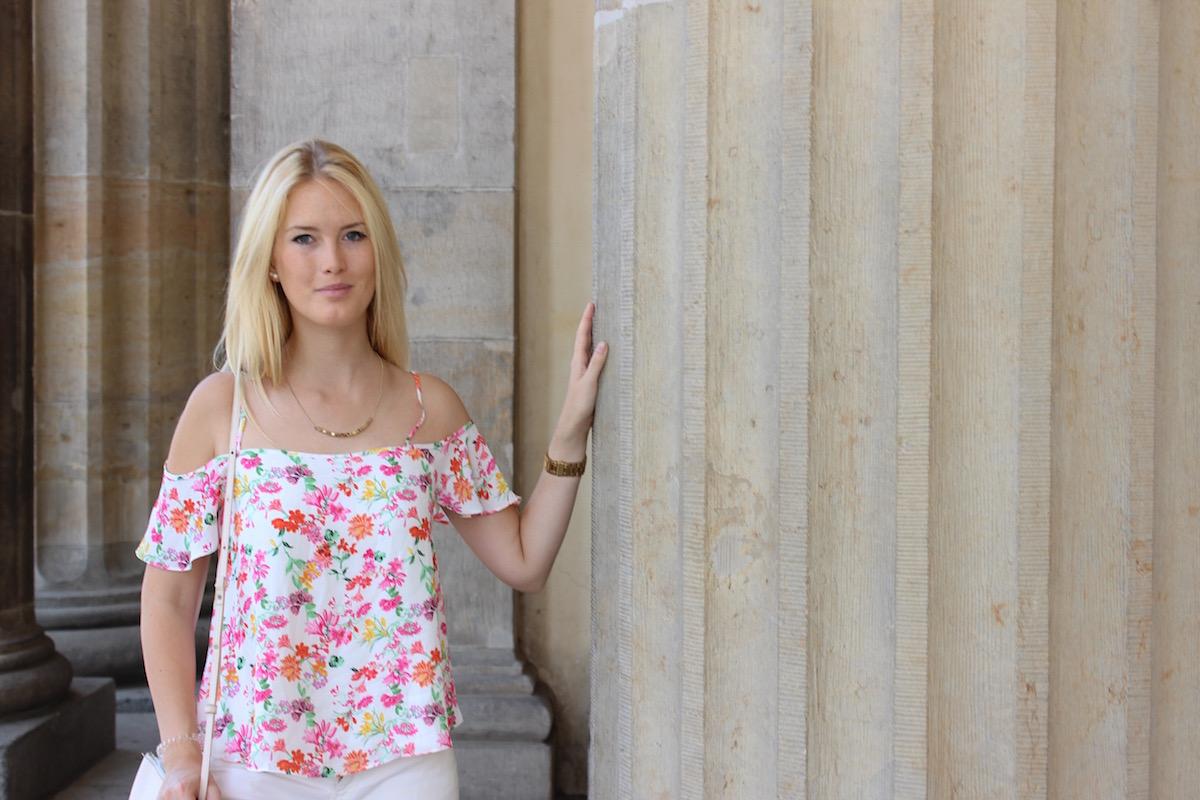 TheBlondeLion, Fashionblog, Germany, Berlin Brandenburger Tor, Blumenprint, Nike Roshe Run, Outfit