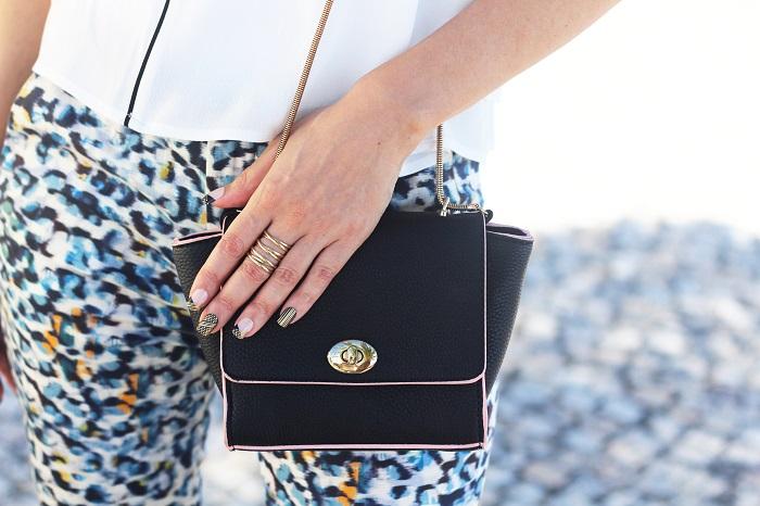Hoje partilho convosco um Look de trabalho num estilo mais clássico, mas sempre com um apontamento moderno. Look do dia/Outfit. Look de trabalho. Azul, animal print, leopardo, escarpins, padrões. Chanel. Tendências. Dicas de Moda e Imagem. Style Statement. Blog de moda portugal. Business attire. Zara. SuiteBlanco
