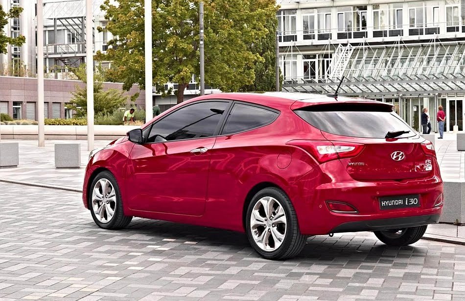 Paris 2012 Debut: Hyundai i30 three-door