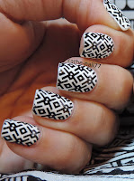 http://cathenail.blogspot.fr/2013/10/fashion-nail-mes-ongles-assortis-mon-t_24.html