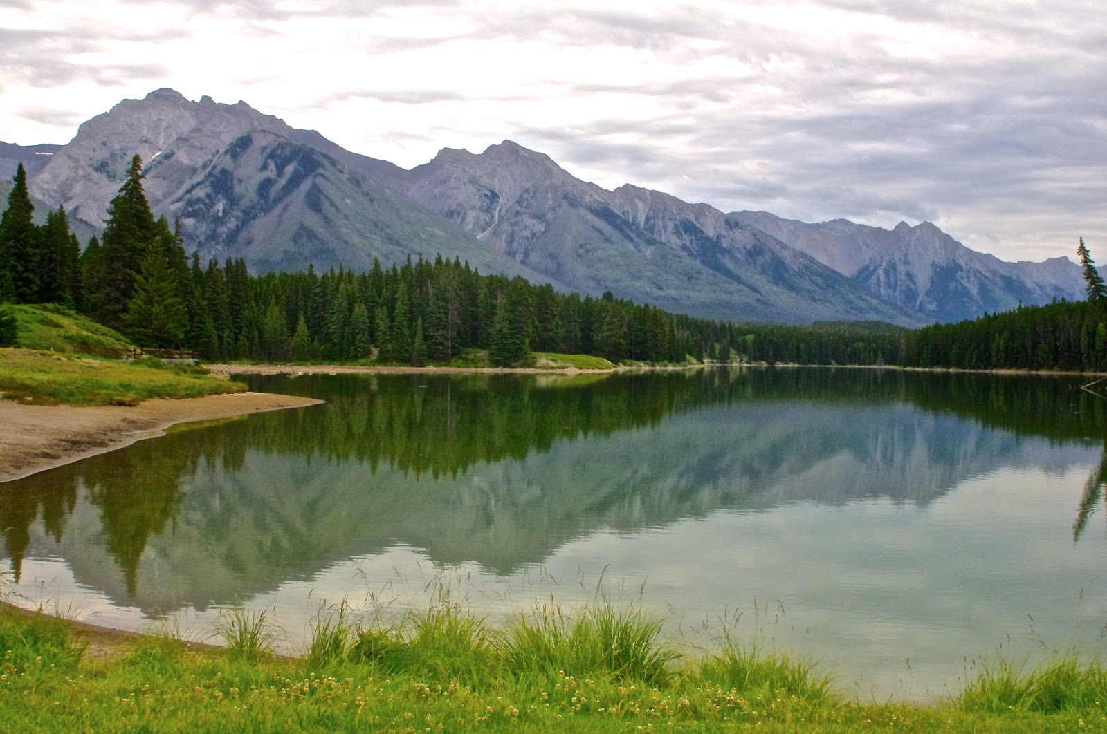 Champagne Wishes and RV Dreams: Oh Canada! Beautiful Banff