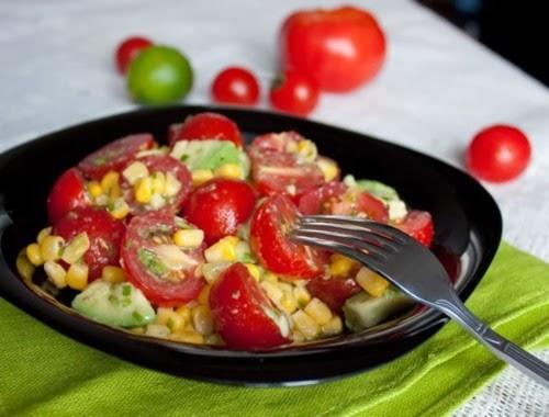 Салаты с кукурузой консервированной и помидорами