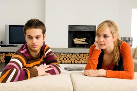ما هى علامات ملل الرجل من المرأة - رجل يكره امرأة - man bored hate woman