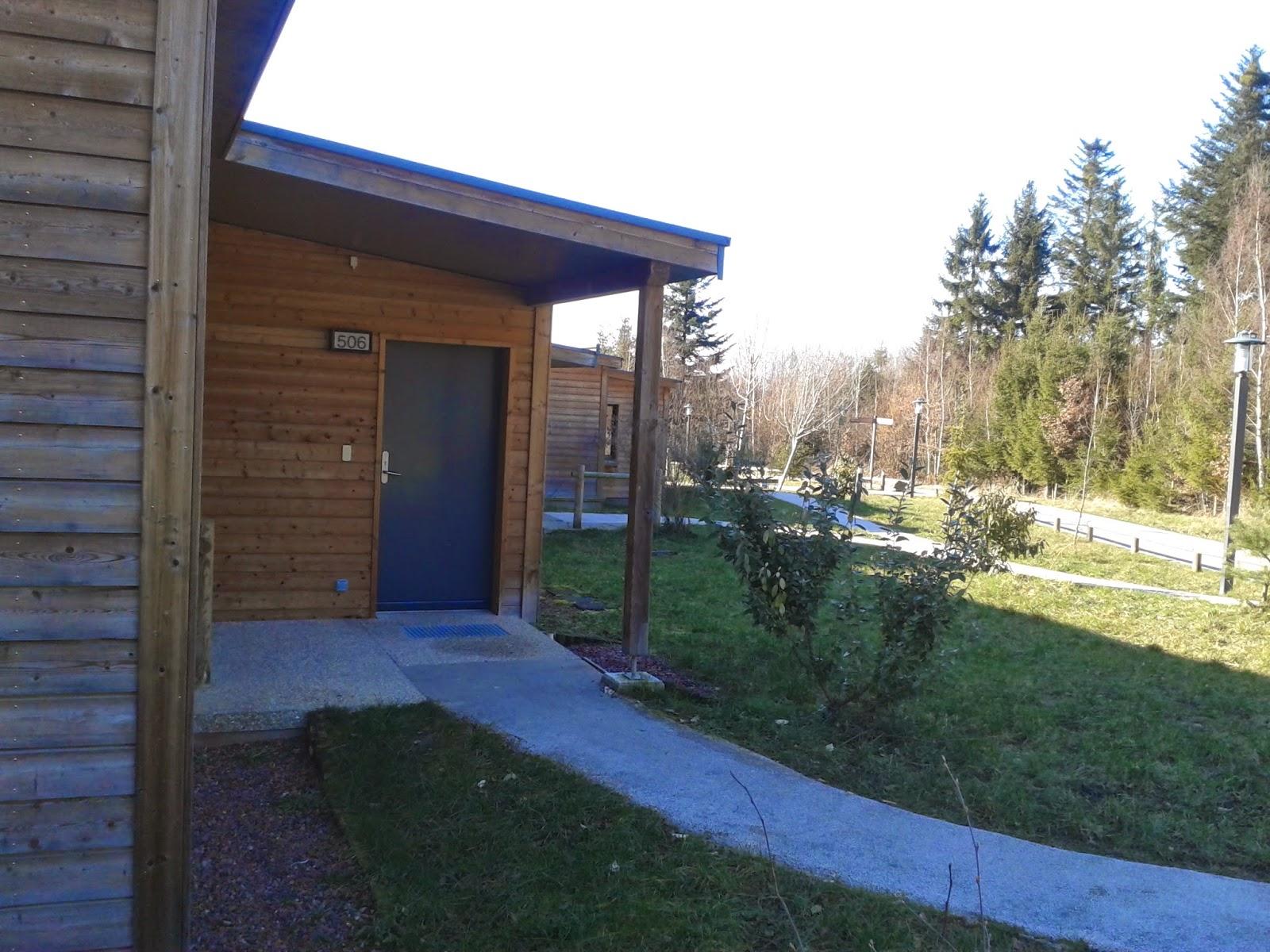 center parcs les cottages du center parc du domaine des trois forets en lorraine. Black Bedroom Furniture Sets. Home Design Ideas