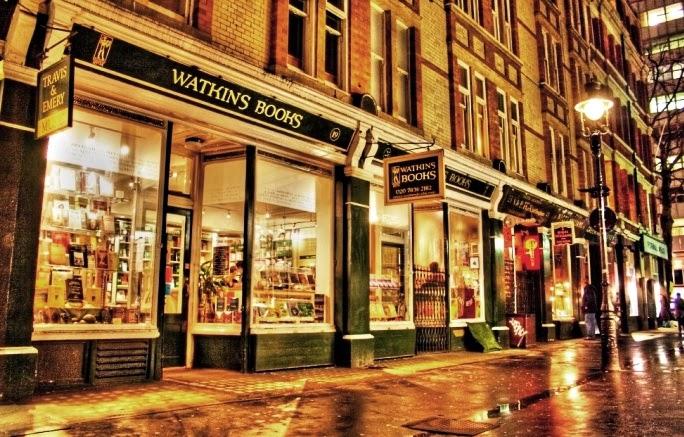 Watkins Bookshop Occult London Mythological ร้านหนังสือ ศาสตร์พยากรณ์ ลึกลับ ไพ่ยิปซี ไพ่ทำนาย ดูดวง