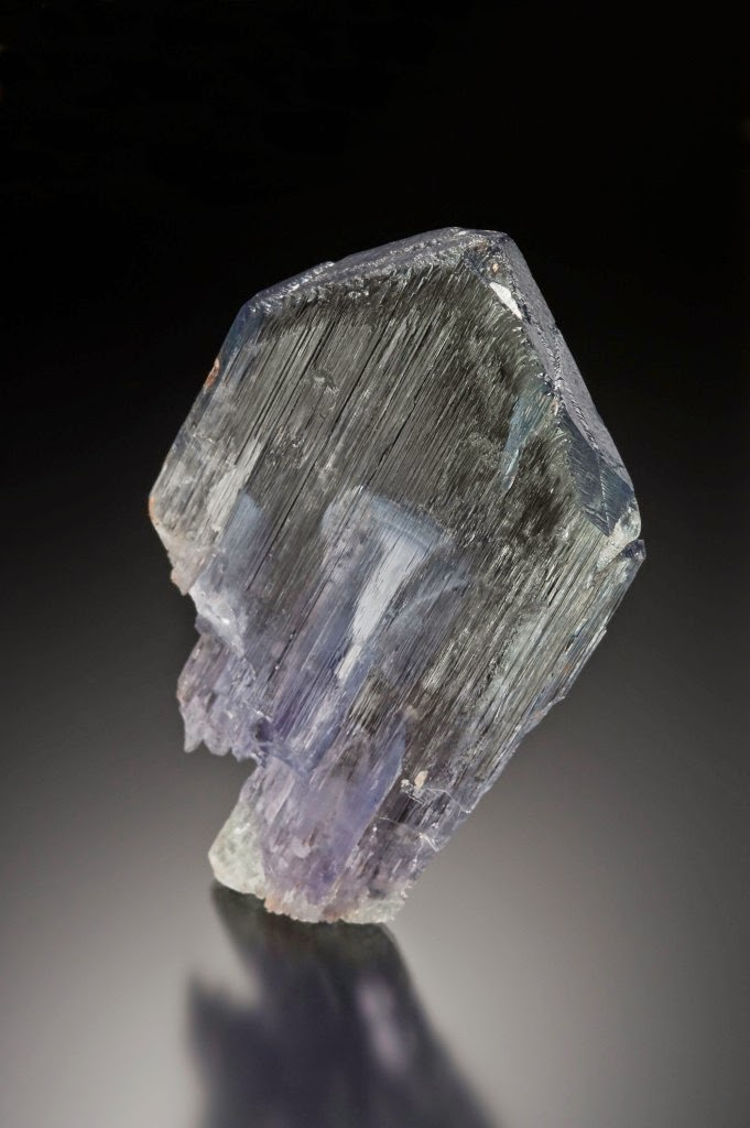 Kunzite mineral photo