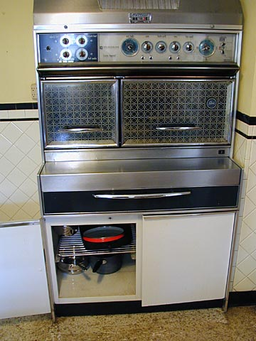 the clear glass doors meant that you could keep a close eye on whatever was baking roasting or cooking without it burning  the ovens were on eye level due     samantha stephens u0027 stove   the frigidaire flair electric ranges      rh   tvkitchens blogspot com