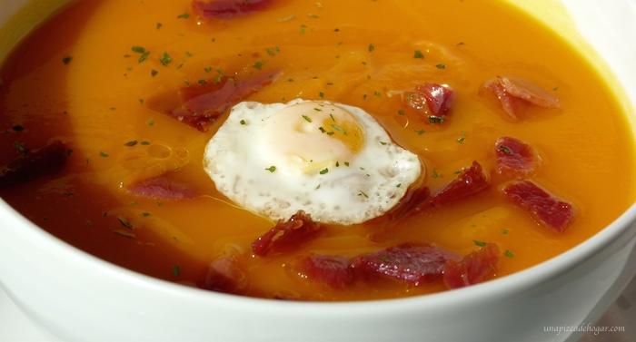 crema de calabaza con huevos de codorniz y jamón receta para halloween