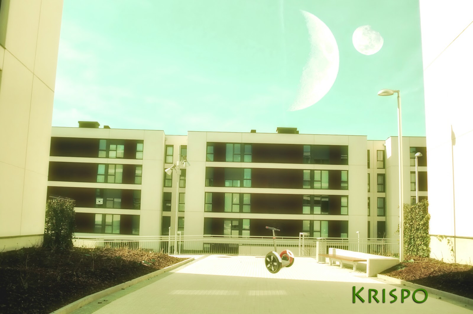fotomontaje con dos lunas