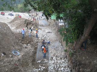 Gobierno construye de manera acelerada muro de Cambita en San Cristóbal