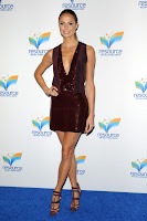Stacy Keibler shows off her legs on blue carpet